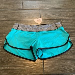 Lululemon Speed Short in Blue / Gray Size 10